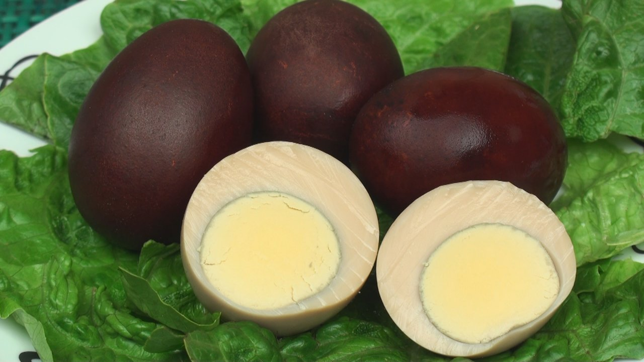 Onion-Flavoured Hard-Boiled Eggs