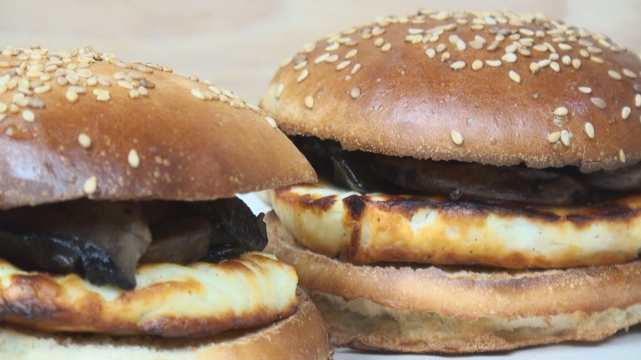 Halloumi & Mushroom Cheeseburger