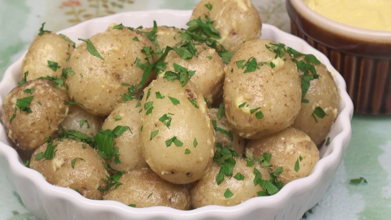 Baby Potatoes with Garlic Dip