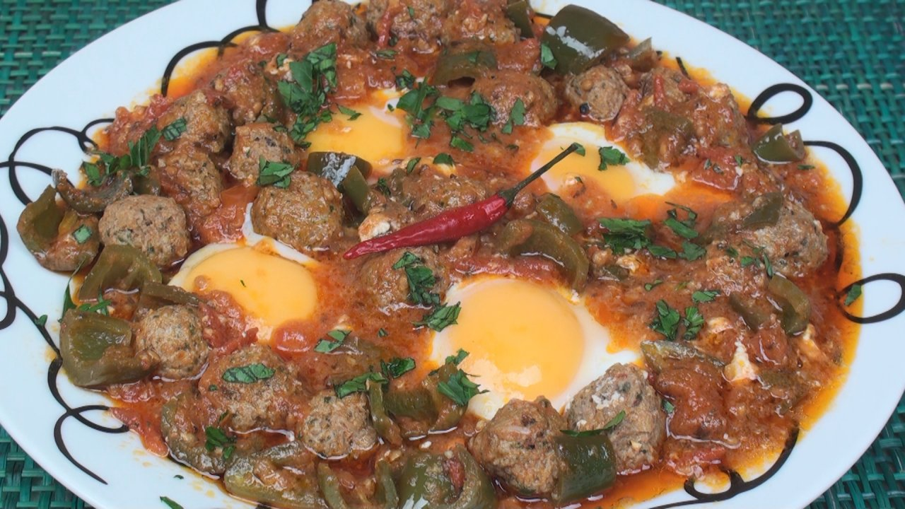 Ojja with Meatballs